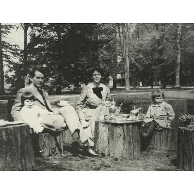 Katharine Hepburn (with family)