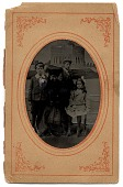 view Louise Cox and her children at Grant's Tomb digital asset number 1