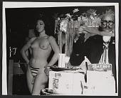 view Abril Lamarque performing magic tricks digital asset number 1