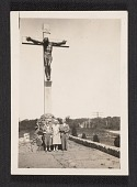 view Unidentified people visiting the memorial to the first catholic settlers in Virginia digital asset number 1