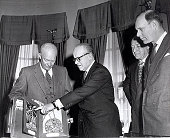 view President Dwight D. Eisenhower and Baron Moens de Fernig digital asset number 1