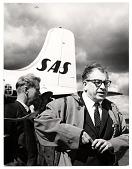 view Eero Saarinen leaving a plane digital asset number 1
