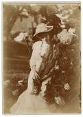 view Bessie Potter Vonnoh in a garden digital asset number 1