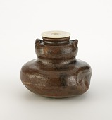 view Gourd-shaped tea caddy with two lugs digital asset number 1