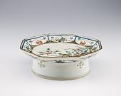 view Octagonal dish on high round foot, Kutani ware, Revival Kutani type digital asset number 1