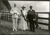 view Hawaii: Alice Roosevelt, Col. Edwards, and Acting Governor Atkinson in Nu'uan Valley . 1905 digital asset number 1