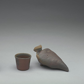 view Bird-shaped saké bottle and cup digital asset number 1
