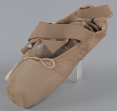 view Toe shoe and tights worn by Emiko Flanagan of Dance Theatre of Harlem digital asset number 1