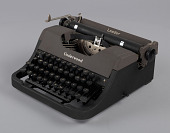 view Underwood typewriter and case digital asset number 1
