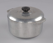 view Magnalite pot used by Chef Leah Chase at Dooky Chase restaurant digital asset number 1