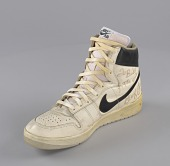 view Right shoe worn and signed by George Gervin digital asset number 1