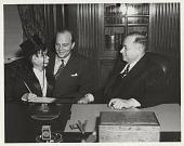 view [Charlie McCarthy, Edgar Bergen and David Sarnoff at Sarnoff's New York office, black-and-white photoprint.] digital asset: [Charlie McCarthy, Edgar Bergen and David Sarnoff at Sarnoff's New York office, black-and-white photoprint.]