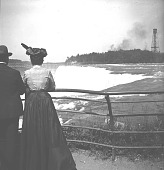 view [Tourists at Niagara Falls; man and woman seen from back : stereo photonegative.] digital asset: [Tourists at Niagara Falls; man and woman seen from back : stereo photonegative.]