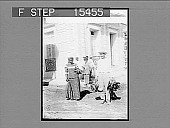 view Striking a Bargain--a buyer and seller on Market Day, Ponce, Porto Rico. Copyright 1900 by Underwood & Underwood. [printed label on negative.] [Caption No. 20974 : half-stereo photonegative,] 1900 digital asset number 1