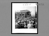 view [Theodore Roosevelt addressing crowd from rear car of train.] 23314 interpositive digital asset: [Theodore Roosevelt addressing crowd from rear car of train.] 23314 interpositive 1903.