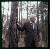view [Robert Frost, portrait : color slide (chromogenic phototransparency).] digital asset: [Robert Frost, portrait : color slide (chromogenic phototransparency).]