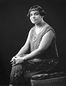 view Agnes Thomas [sitting, hands on knees, 3/4 length, turned left,facing front : nitrate film photonegative] digital asset: Agnes Thomas [sitting, hands on knees, 3/4 length, turned left,facing front : nitrate film photonegative].