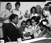 view [Sidney Poitier signing autographs : acetate film photonegative,] digital asset: [Sidney Poitier signing autographs : acetate film photonegative,] 2/3/1977.