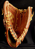 view Baseball glove used by Kevin Rogers during the 2000 Little League season digital asset number 1
