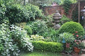 view [Rackley Garden]: Lush planting in one back corner behind slate edging and a slow-growing boxwood hedge. digital asset: [Rackley Garden]: Lush planting in one back corner behind slate edging and a slow-growing boxwood hedge.: 2016 May.