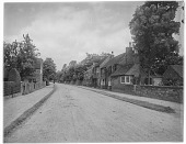 view [Miscellaneous Sites in Warwickshire, England]: a group of houses along a road in an unidentified location. digital asset: [Miscellaneous Sites in Warwickshire, England] [glass negative]: a group of houses along a road in an unidentified location.