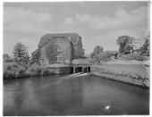 view [Miscellaneous Sites in West Sussex, England]: Fittleworth Mill on the River Rother. digital asset: [Miscellaneous Sites in West Sussex, England] [glass negative]: Fittleworth Mill on the River Rother.