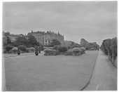 view [Chatsworth Estate]: Chatsworth House and adjacent grounds. digital asset: [Chatsworth Estate] [glass negative]: Chatsworth House and adjacent grounds.