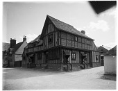 view [Miscellaneous Sites in Fleet, Lincolnshire, England]: an unidentified half timbered house or other building, probably in the vicinity of Fleet. digital asset: [Miscellaneous Sites in Fleet, Lincolnshire, England] [glass negative]: an unidentified half timbered house or other building, probably in the vicinity of Fleet.