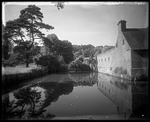 view [Miscellaneous Sites in Groombridge, Kent, England]: the moat at Groombridge Place, with a manor outbuilding on the right. digital asset: [Miscellaneous Sites in Groombridge, Kent, England] [glass negative]: the moat at Groombridge Place, with a manor outbuilding on the right.