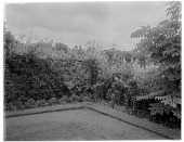 view [Clovelly Court]: far corner of the tennis court at the Clovelly Court country house. digital asset: [Clovelly Court] [glass negative]: far corner of the tennis court at the Clovelly Court country house.