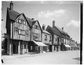 view [Miscellaneous Sites in Stratford-upon-Avon, Warwickshire, England]: buildings on Sheep Street. digital asset: [Miscellaneous Sites in Stratford-upon-Avon, Warwickshire, England] [glass negative]: buildings on Sheep Street.