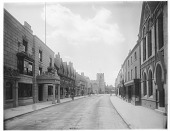 view [Miscellaneous Sites in Stratford-upon-Avon, Warwickshire, England]: Chapel Street, with Guild Chapel in the distance and the Shakespeare Hotel on the left. digital asset: [Miscellaneous Sites in Stratford-upon-Avon, Warwickshire, England] [glass negative]: Chapel Street, with Guild Chapel in the distance and the Shakespeare Hotel on the left.