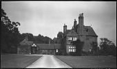 view [Unidentified Sites in England]: an unidentified country house. digital asset: [Unidentified Sites in England] [negatives]: an unidentified country house.