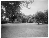 view [Miscellaneous Sites in London, England]: probably Park Square Gardens or Regent's Park. digital asset: [Miscellaneous Sites in London, England] [glass negative]: probably Park Square Gardens or Regent's Park.