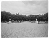 view [Versailles]: an unidentified location with urns, gardens, and a fountain in the distance. digital asset: [Versailles] [glass negative]: an unidentified location with urns, gardens, and a fountain in the distance.
