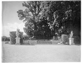 view [Versailles]: pond or fountain with sculptures of lions killing prey flanked by classical statues. digital asset: [Versailles] [glass negative]: pond or fountain with sculptures of lions killing prey flanked by classical statues.