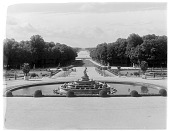 view [Versailles]: the Latona fountain, with the Apollo fountain in the far distance. digital asset: [Versailles] [glass negative]: the Latona fountain, with the Apollo fountain in the far distance.