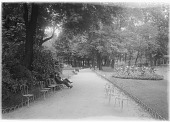 view [Parc Monceau]: a walkway in the park, with the classical collonade in the right distance. digital asset: [Parc Monceau] [glass negative]: a walkway in the park, with the classical collonade in the right distance.