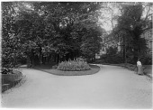 view [Parc Monceau]: a walkway junction in the park between the Rue Rembrandt and Avenue Hoche entrances. digital asset: [Parc Monceau] [glass negative]: a walkway junction in the park between the Rue Rembrandt and Avenue Hoche entrances.