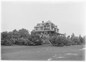 view [Unidentified Garden in Kennebunkport, Maine]: an unidentified house, probably belonging to the Sears or Towle families. digital asset: [Unidentified Garden in Kennebunkport, Maine] [glass negative]: an unidentified house, probably belonging to the Sears or Towle families.