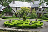 view [Josselyn Garden]: the knot garden is comprised of boxwood and planted containers. digital asset: [Josselyn Garden]: the knot garden is comprised of boxwood and planted containers.: 2010 Jun.