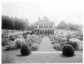 view [Chestnutwold Farm]: side of the house seen from the pergola area, showing, from left, circular driveway, garden, and grass terrace overlooking the surrounding countryside. digital asset: [Chestnutwold Farm] [glass negative]: side of the house seen from the pergola area, showing, from left, circular driveway, garden, and grass terrace overlooking the surrounding countryside.