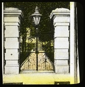 view [Simonton House]: the gateway to Simonton House, also known as Sword Gate. digital asset: [Simonton House]: the gateway to Simonton House, also known as Sword Gate.: [between 1914 and 1949?]