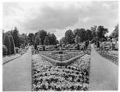 view [Drummond Castle]: the parterre garden. digital asset: [Drummond Castle] [glass negative]: the parterre garden.