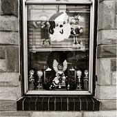 view Ann Benvenega's Christmas window, Gough Street, Highlandtown. digital asset number 1