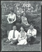view Ivan G. Olinsky with his family, Lyme, Connecticut [photograph] / (photographed by Peter A. Juley & Son) digital asset number 1