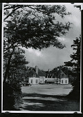 view Onwentsia Country Club (Lake Forest, IL), Front Entrance [photograph] / (photographed by Peter A. Juley & Son) digital asset number 1