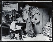 view William Glackens in his studio at 1919 Chestnut Street, Philadelphia [photograph] / (photographed by Peter A. Juley & Son) digital asset number 1