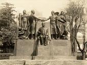 view Samuel Gompers Memorial [sculpture] / (photographed by De Witt Ward) digital asset number 1