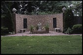 view [Dunklin Longmeadow Garden]: the curved wall and fountain as seen from the back lawn. digital asset: [Dunklin Longmeadow Garden]: the curved wall and fountain as seen from the back lawn.: 2008 Sep.